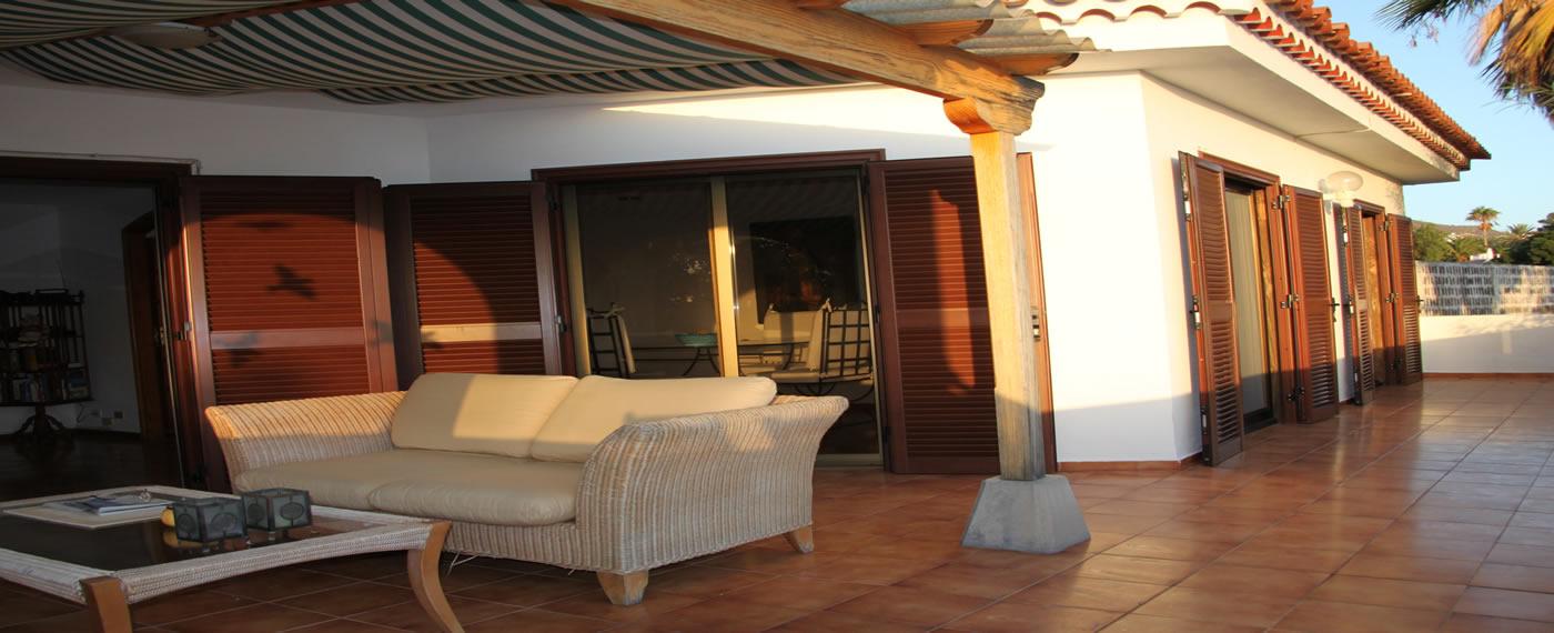 Luxuriöse Villa mit grosser Terrasse, Meerblick und grossem Wohnsalon